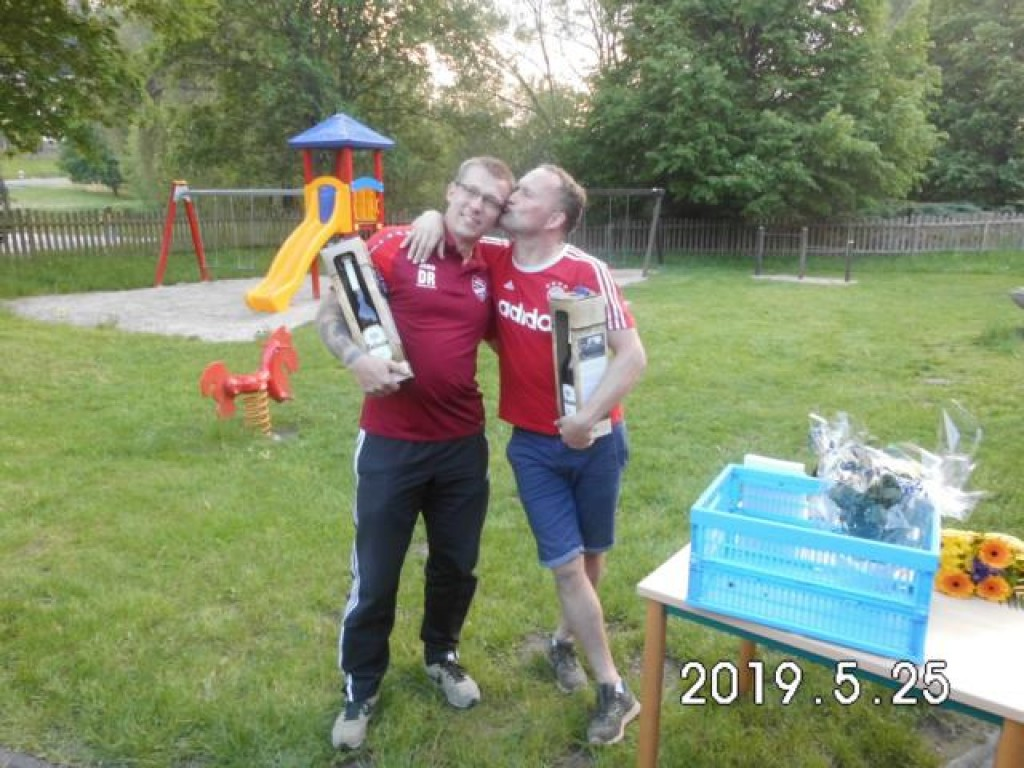 Zwei alte Kämpen hängen ihr Fußballschuhe an den Nagel: Sebastian Minz (rechts) und Danny Richter (verabschiedet sich noch mit einem Tor)