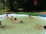 Badespass im Wasserbecken