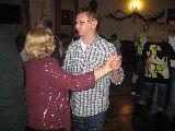 Uwe tanzt mit seine Gattin Simone