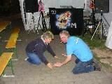 Kathrin und DJ Micha feiern am Boden