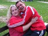 Simone kuschelt mit Uwe