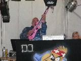 DJ Micha und seine Luftgitarre