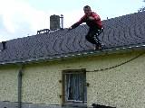 Uwe springt vom Dach