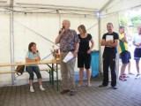 Claudia, Jürgen und Thomas nehmen die Siegerehrung vor